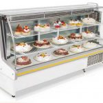 Fleetwood Refrigerated Bakery Case – 49″ Long – Curved Glass (41 DegreesF – 50 DegreesF)